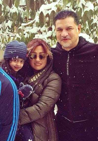 علی دایی به همراه همسرش و دخترش نورا