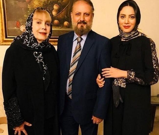 مارال فرجاد به همراه پدر و مادرش