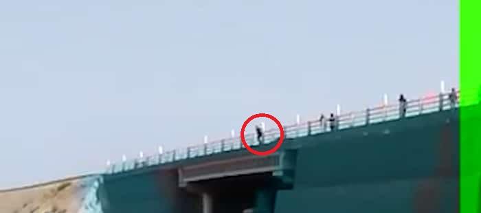 خودکشی از بالا پل در برازجان