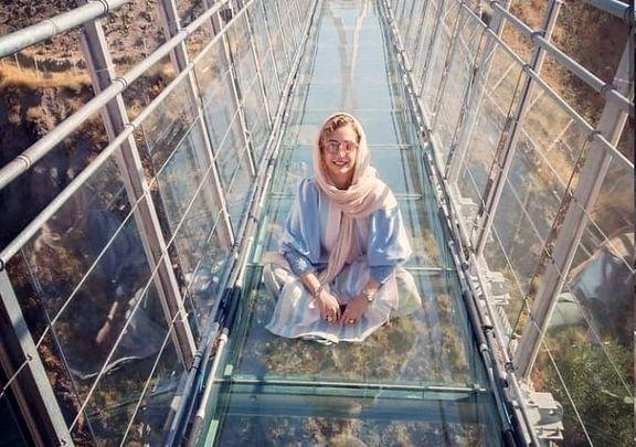 (ویدیو) ترس و وحشت خانم بازیگر روی پل شیشه ای اردبیل!
