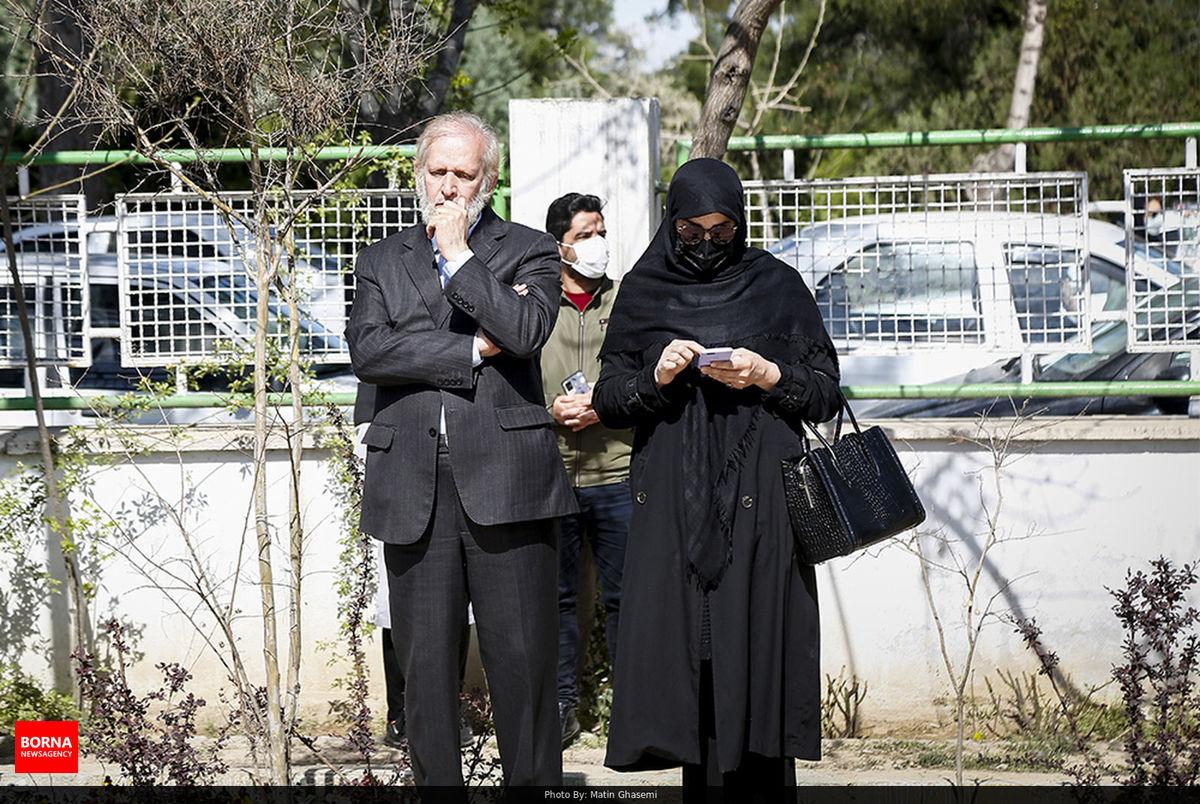 پدر شوهر مهناز افشار در مراسم تشییع آزاده نامداری + عکس