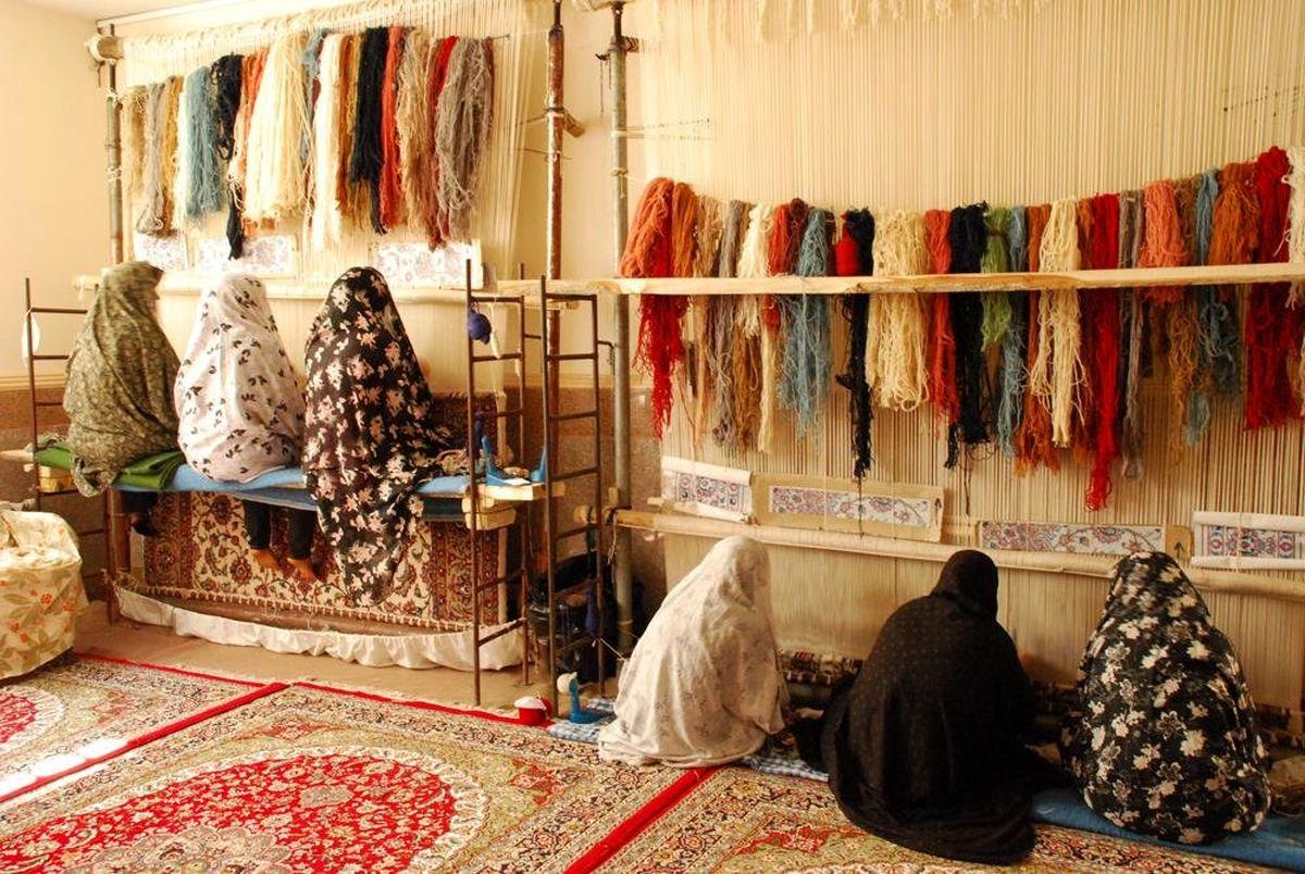 بافت 450 تخته فرش توسط مدد جویان کمیته امداد آذربایجان غربی