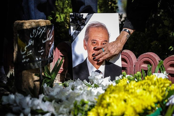 (تصاویر) تشییع پیکر مرحوم سیامک اطلسی