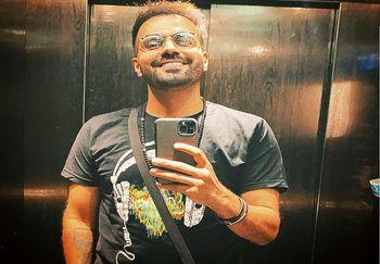 اقدام جالب رضا شیری خواننده مشهور در فرودگاه ترکیه